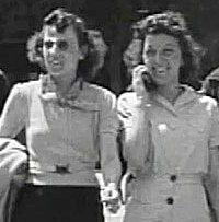 1938 год – ДЕВУШКА с МОБИЛЬНИКОМ