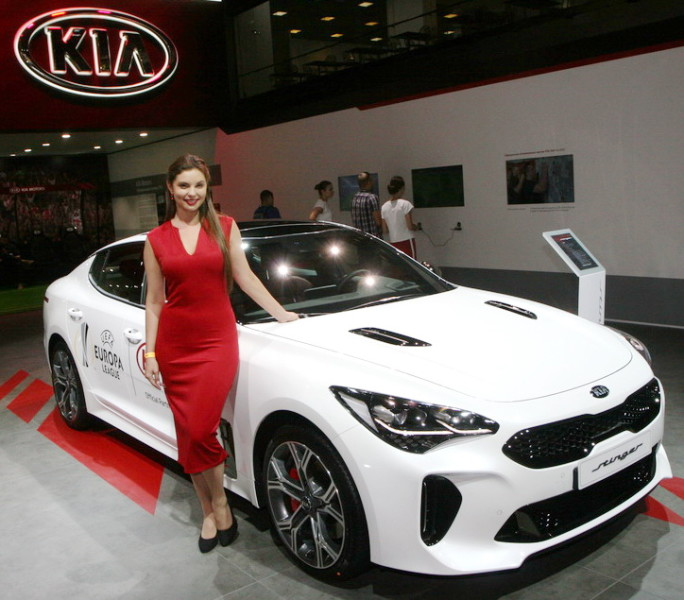 MIAS18-GirlKIA-WhiteCar